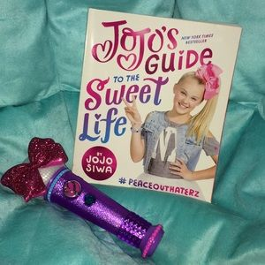 Jojo's Guide to the Sweet Life book & Microphone🎀